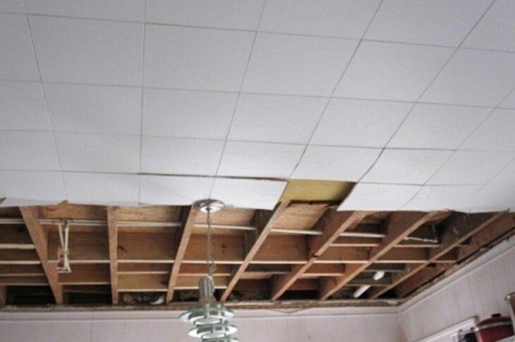 Демонтаж потолочной плитки