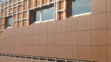 Монтаж фасада из керамогранита