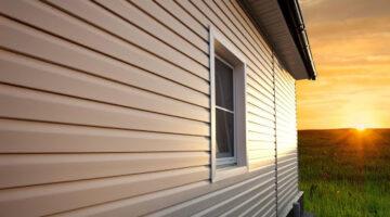 Монтаж фасада из виниловых панелей