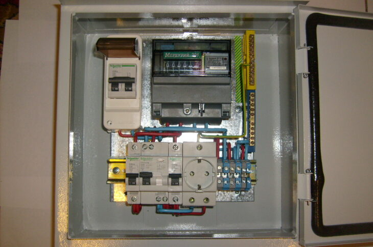 Установка электрощита под ключ