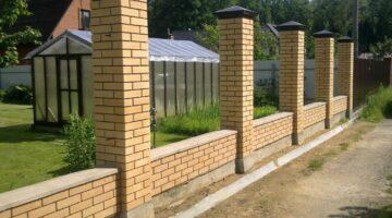 Заборы и столбы из кирпича и блоков